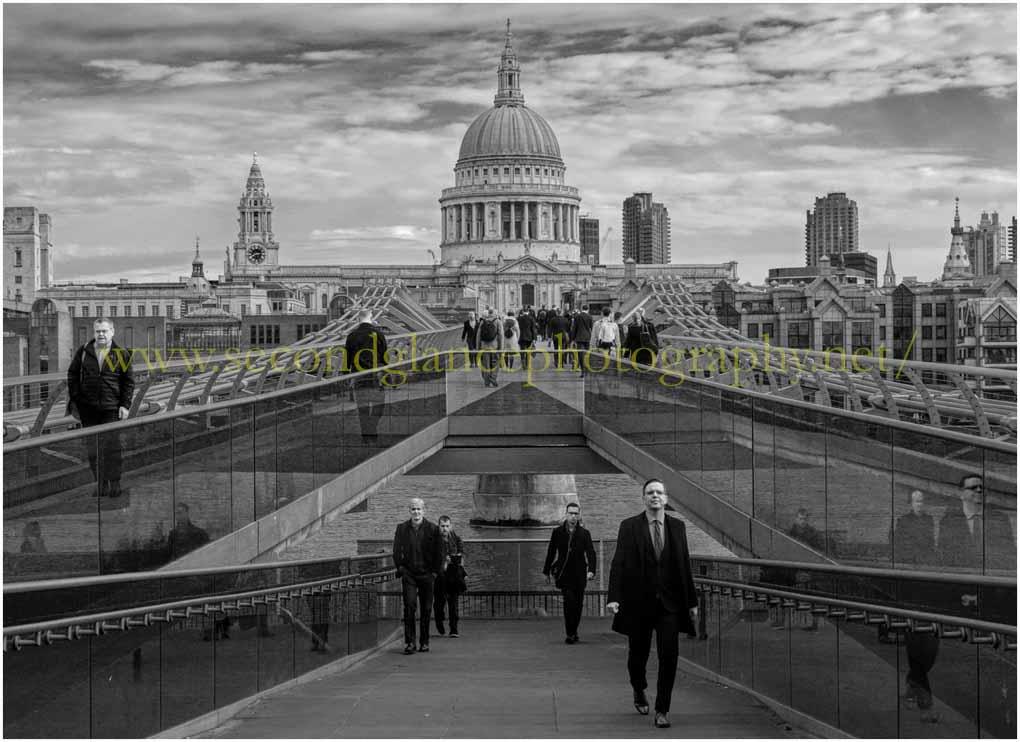 Millennium Bridge London (in Mono)