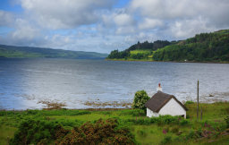 Cot House on Loch Scridain