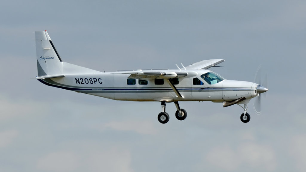 Cessna 208B   N208PC