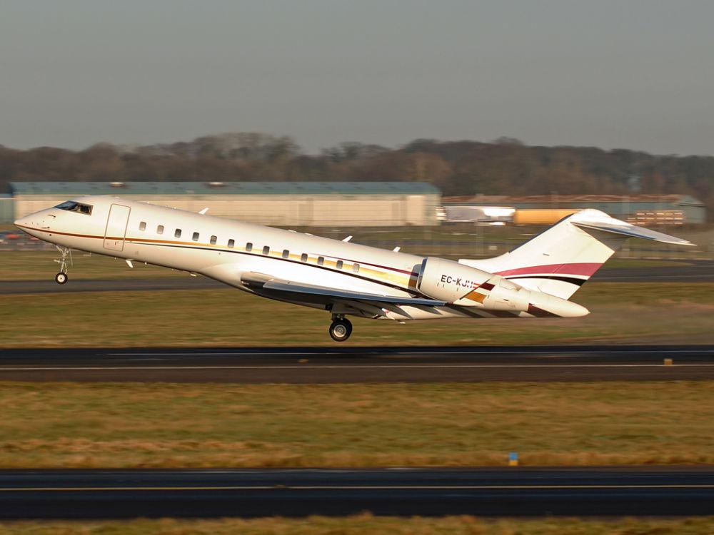 Bombadier  BD700 Global Express     EC-KJH