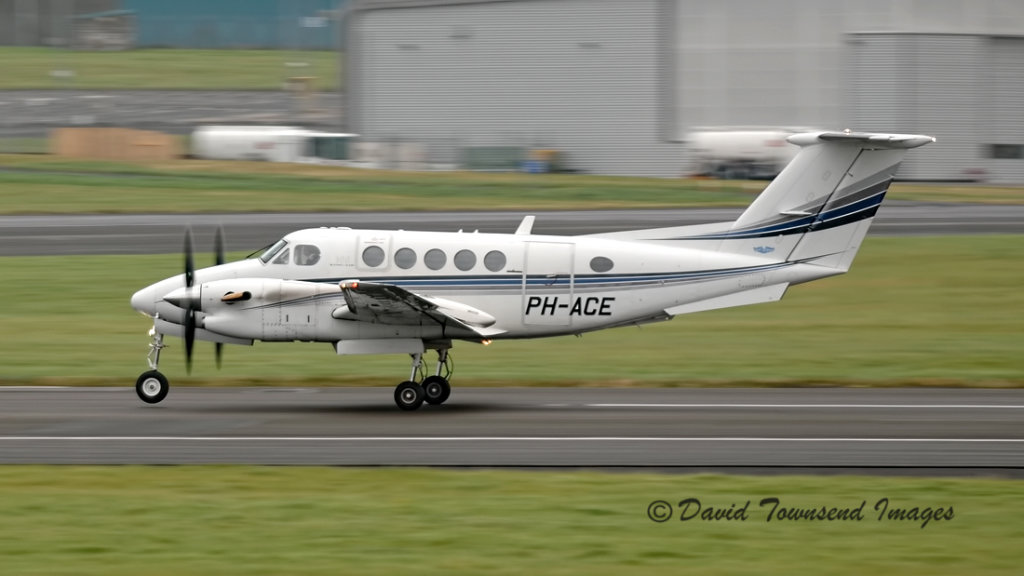 Beech Super King Air 300  PH-ACE