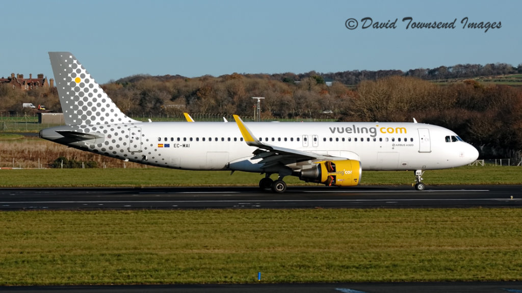 Vueling Airlines    Airbus  A320-214(W)   EC-MAI