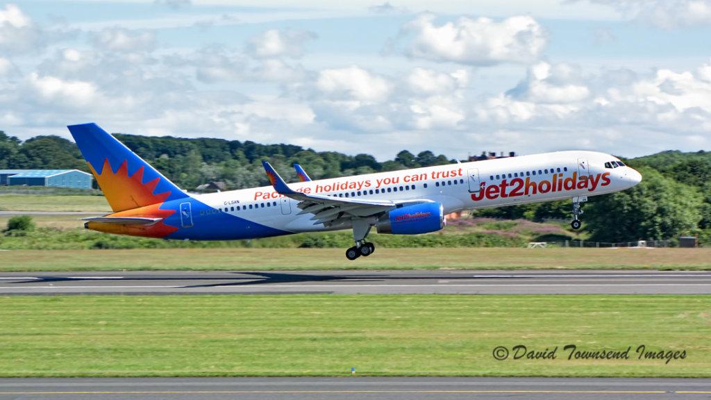 Jet2     Boeing 757-2K2(W)    G-LSAN