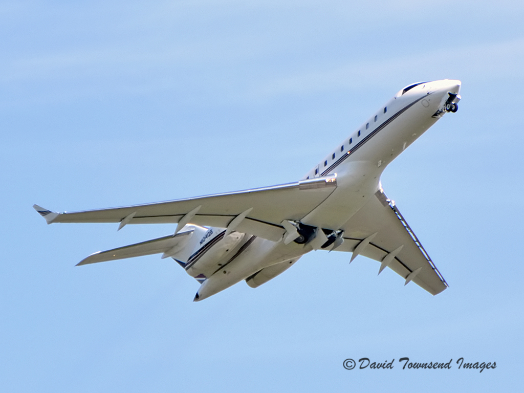 Bombardier  BD-700-1A11 Global 5000  N104QS