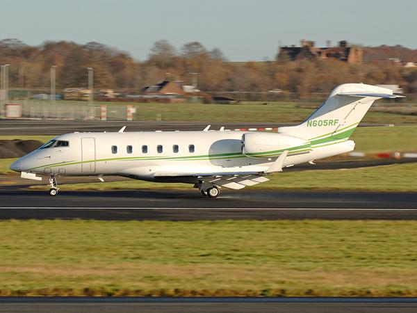 Bombadier  Challenger 300        N605RF
