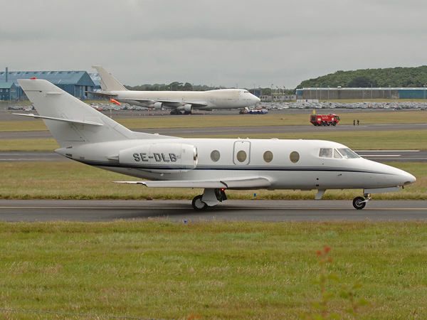 Dassault  Falcon 100    SE-DLB