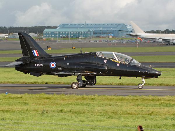 Royal Navy   BAe  Hawk T.1A(F)    XX303