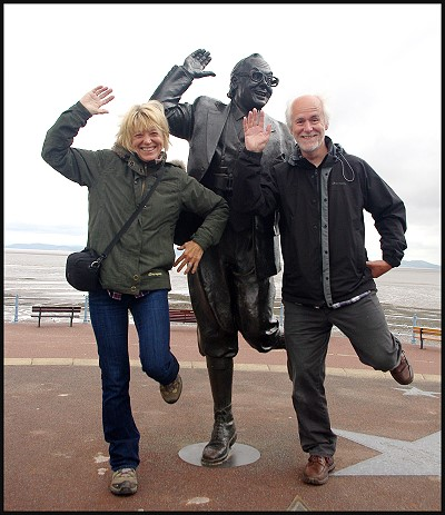 Eric Morecambe and two loonies!