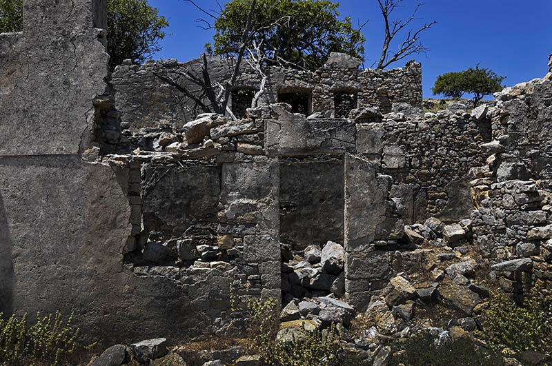 House Ruins in Micro Horio. (a).