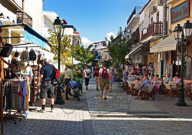 Skiathos Town. (a).