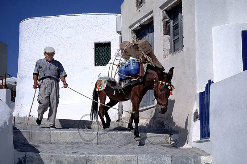 Transport in Thira.