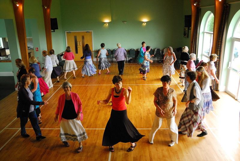 Circle Dancing 09