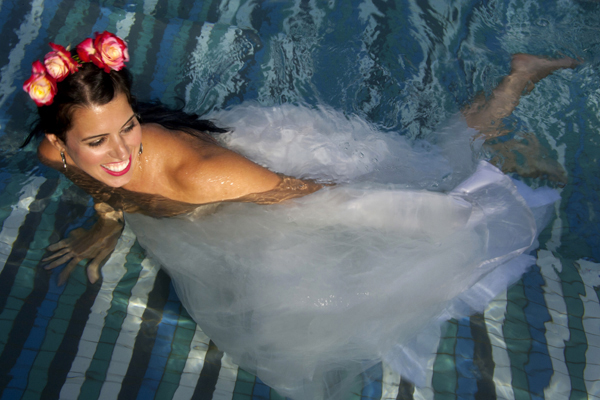 BRIDE IN THE WATER MARRAKECH