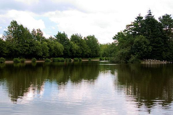 Queens Park Lake