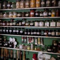 Varnish and finishing cabinet