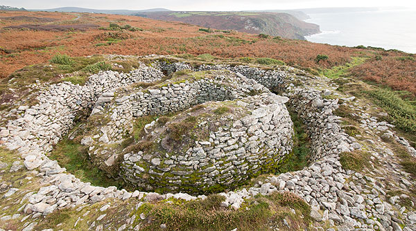 Ballowall Barrow - Chambered Cairn (S12)