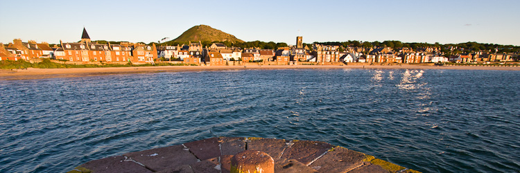 north berwick from the harbour wall