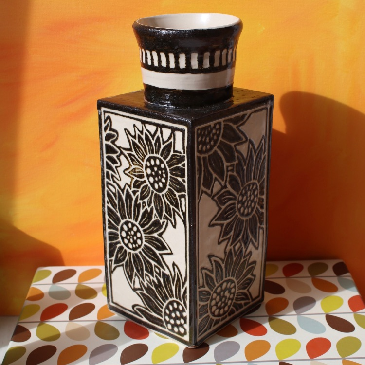 SUNFLOWER SGRAFFITO
