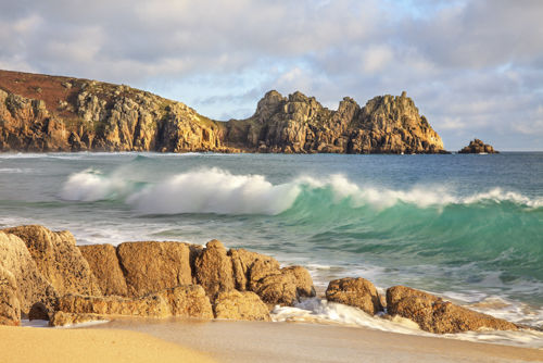 BREAKING WAVE AT PORTHCURNO