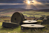 MILLSTONES (Stanage Edge)