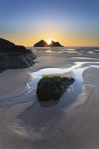 SUNSET BETWEEN GULL ROCKS (Holywell Bay)