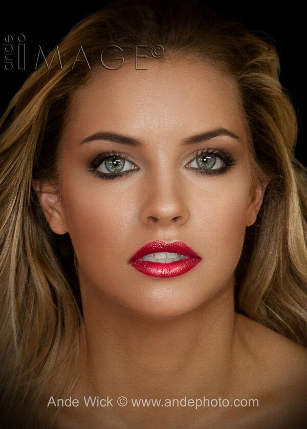 Kriszta Korosi Makeup