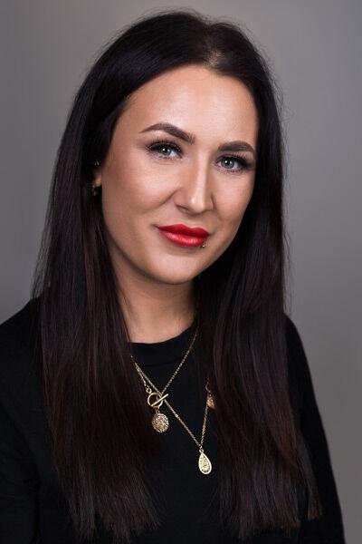Angela Wilkinson Photography, Corporate Headshot Photographer St Helens, Merseyside. Corporate Headshotphotographer Liverpool