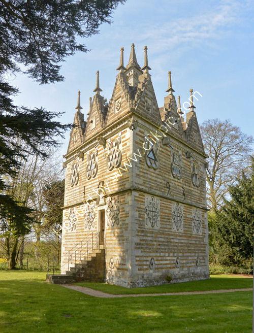 Trianguler Lodge Rushden