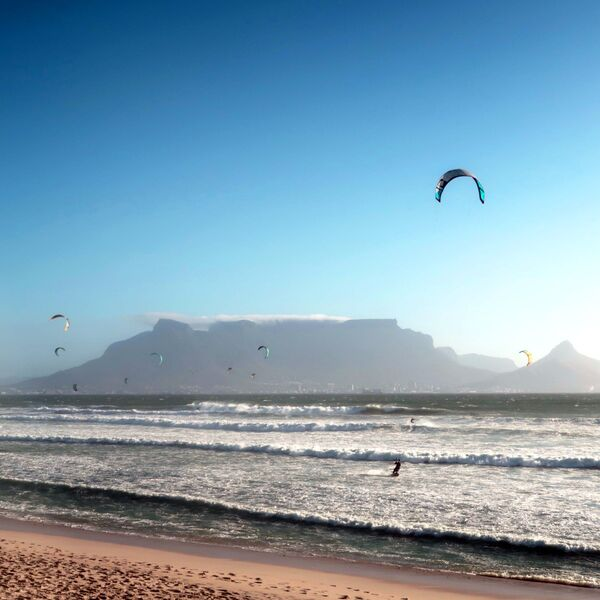 Nature vs activity : Table Mountain vs Kite Surfing