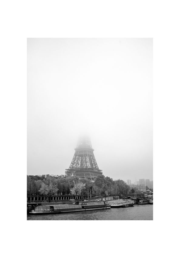 Paris - La Tour Eiffel au brouillard