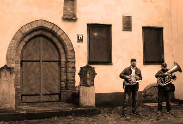 Buskers in Old Riga
