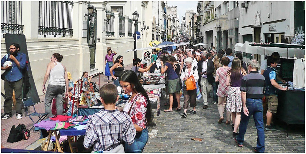 Buzz of the street market