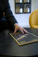 ACTA profilbillede brochure med haand