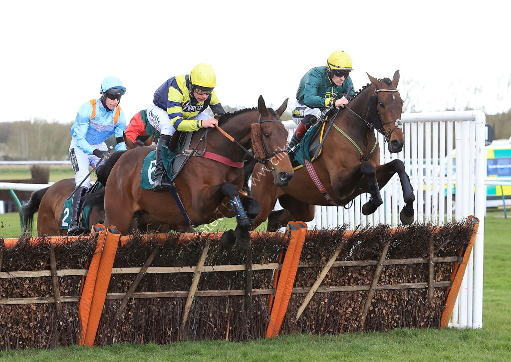 Racing TV H'cap Hurdle.