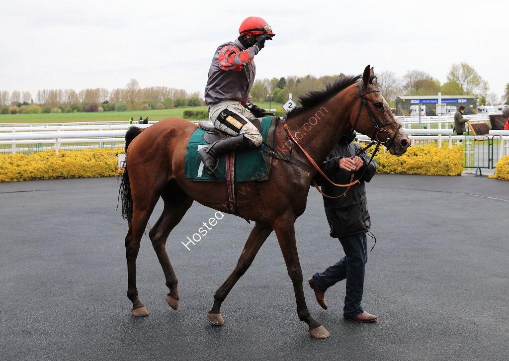 Racing TV .com Maiden Hurdle.