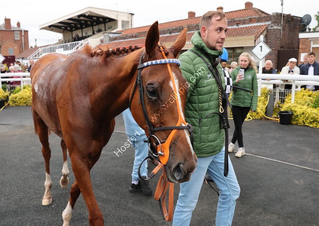 Racing TV 'NH' Maiden Hurdle