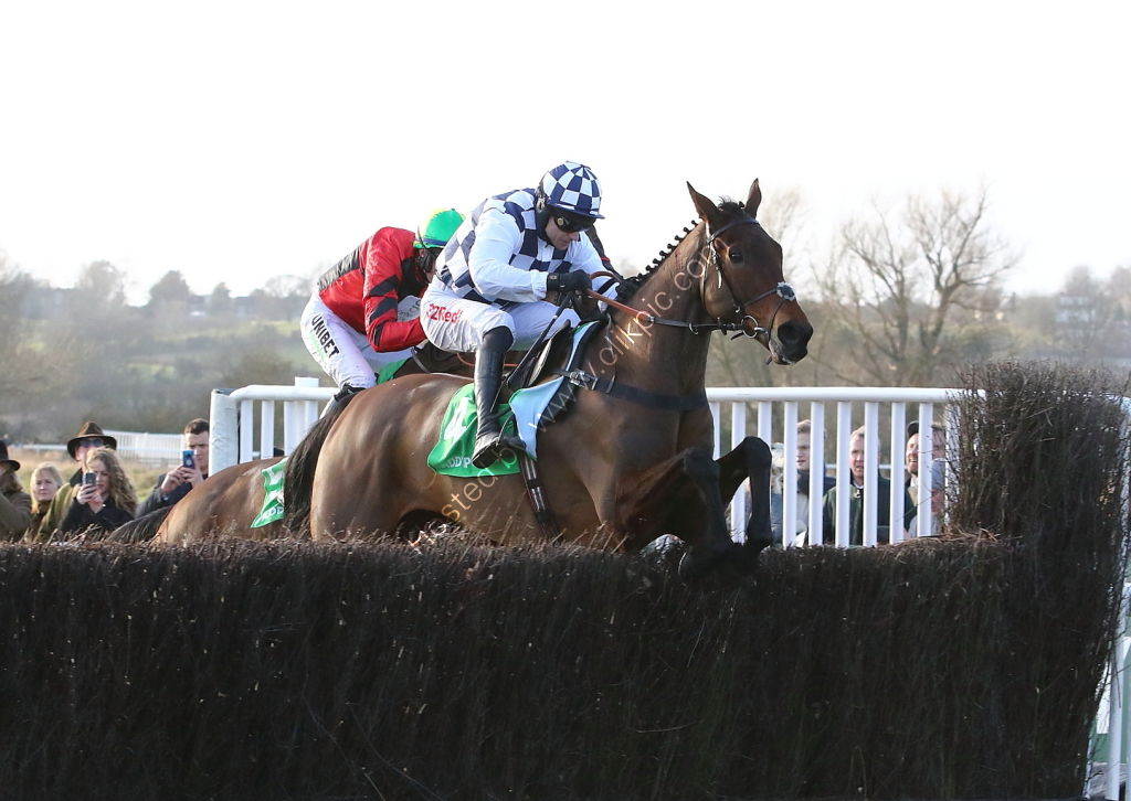 Paddy Power Warwick Castle H'cap Chase.