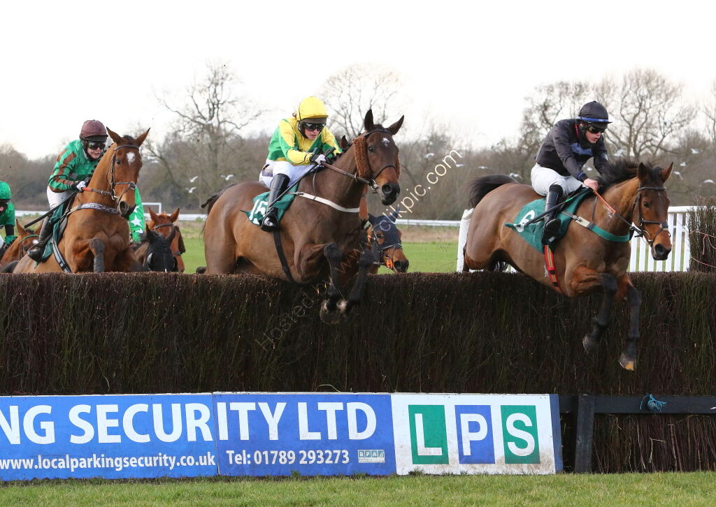 South West Syndicate Nov H'cap Chase.