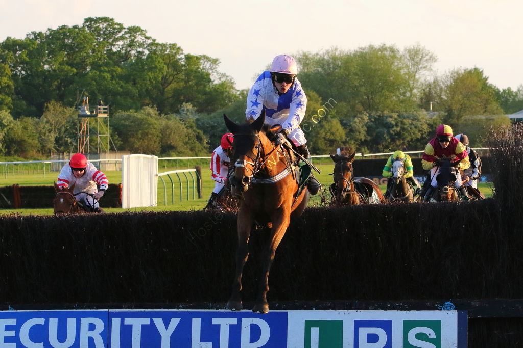 Agetur Conditional Jockeys' H'cap Chase.
