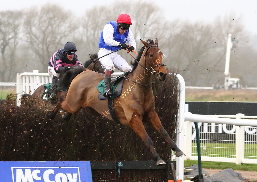 McCoy Contractors Hampton Novices' Chase.