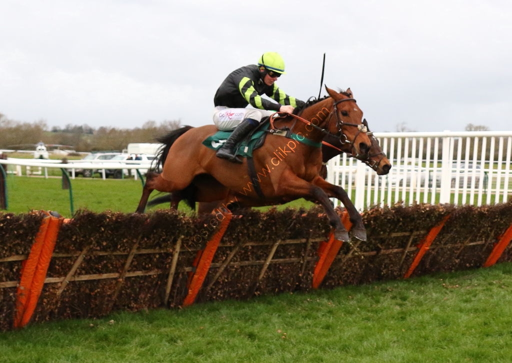 Pony Racing Authority Graduates H'cap Hurdle.