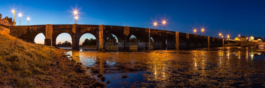 1186P-Shannonbridge Offaly at night