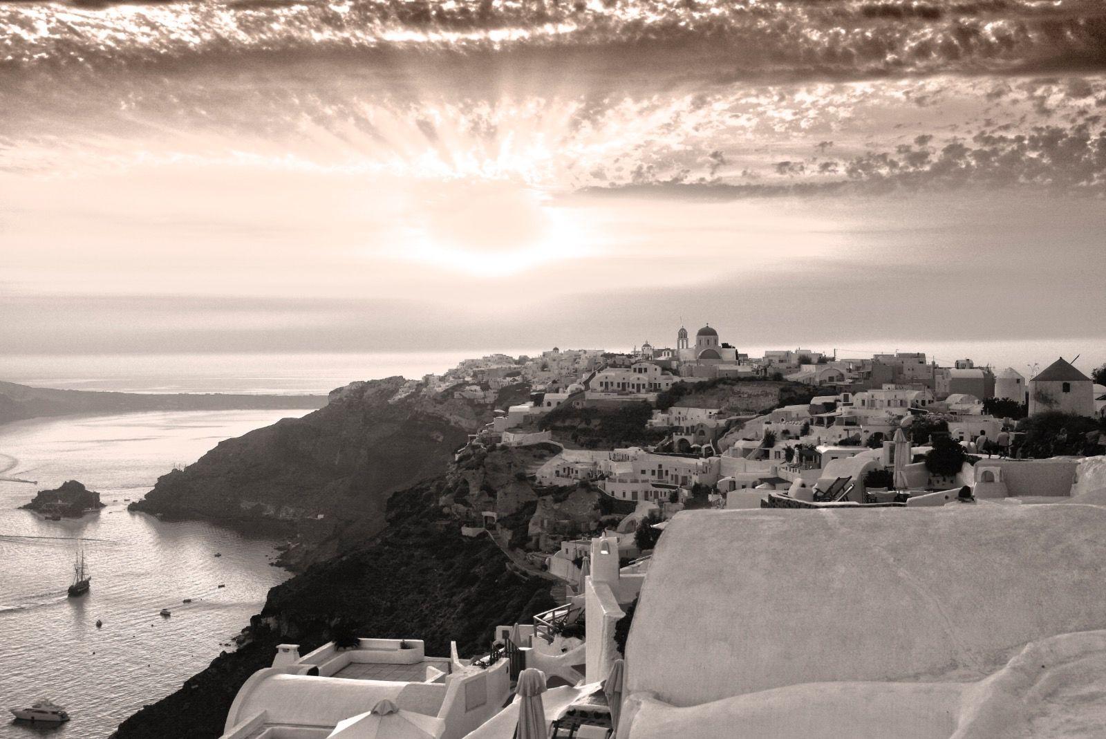 B&W Santorini Sunset