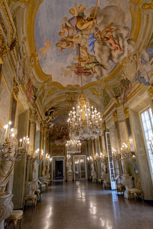 Gallery degli Specchi Palazzo Real-Genoa