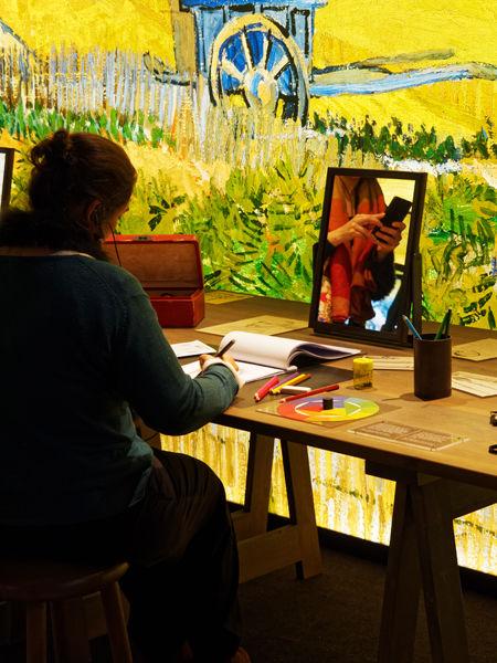 Van Gogh with smartphone, Lisbon