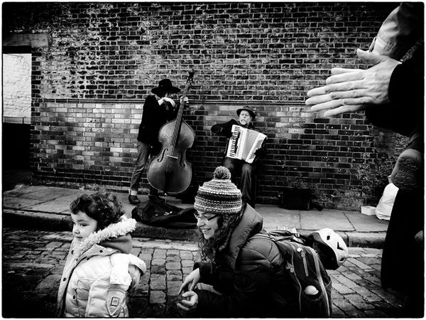 Buskers and  theClapping  Hands