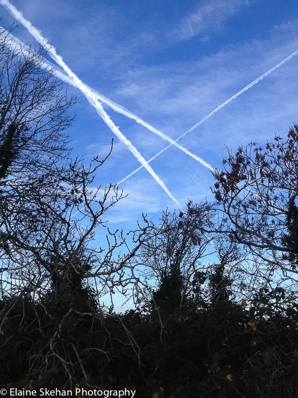 Planes cross in the Sky