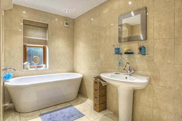 Interior Bathrooms 13