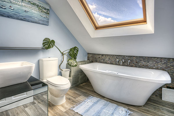 Interior Bathrooms 14