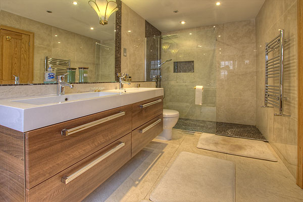 Interior Bathrooms 6